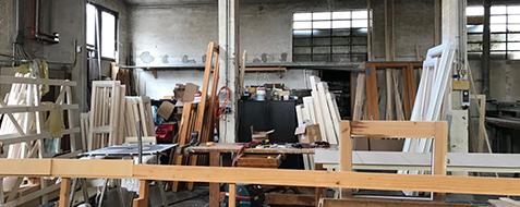 Dettaglio fase di produzione serramento in legno